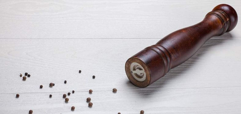 black-pepper-seeds-pepper-mill